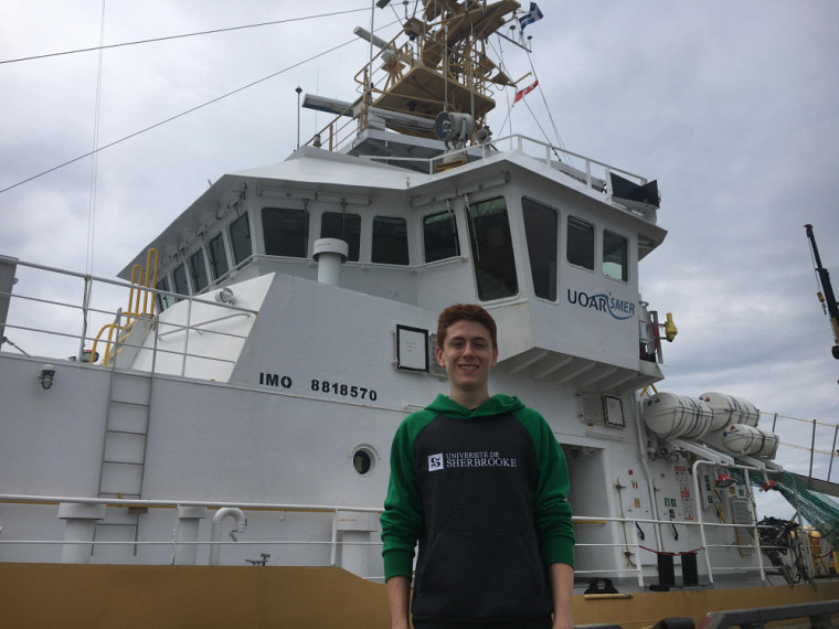 Olivier Allard passera 13 jours à bord duCoriolis IIoù ileffectuera la collecte et l'analyse d'échantillons d'eau.