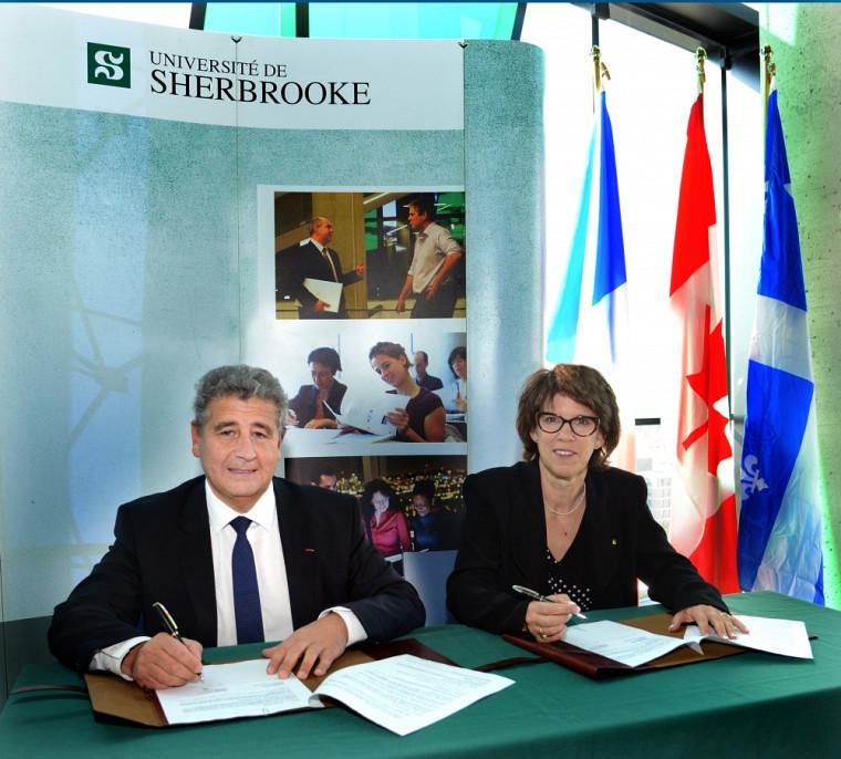 Le président de l'Université de Lyon,Khaled Bouabdallah, signe un accord-cadre avec la rectrice Luce Samoisette.
