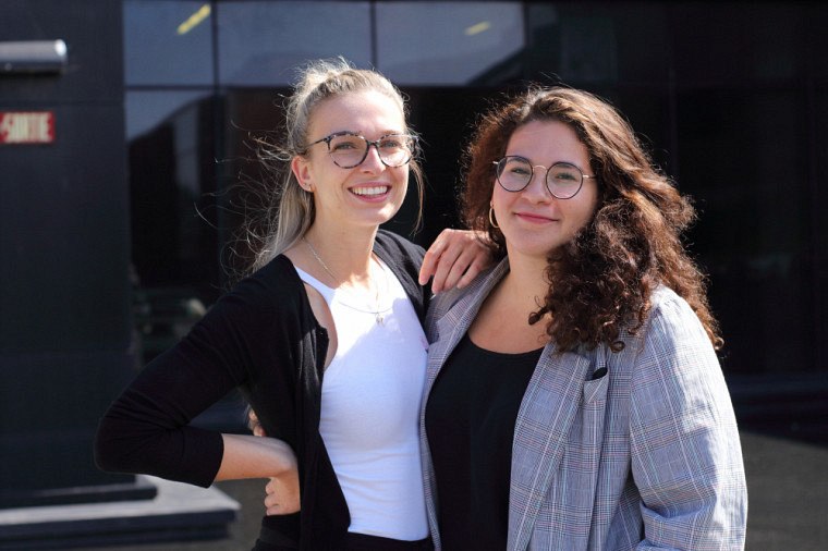 Lanie (gauche) et Samya (droite).