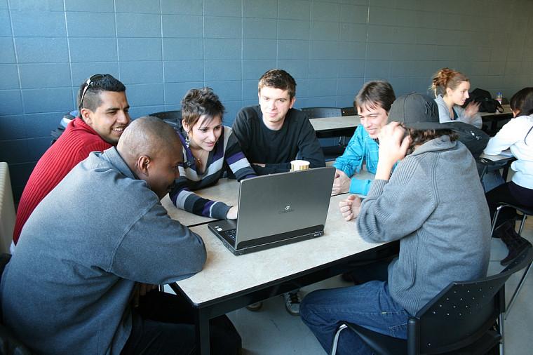 L'exercice a permis aux étudiants universitaires de transmettre leurs connaissances en écologie, et aux personnes immigrantes de partager leur expérience et leur connaissance de leur pays d'origine.