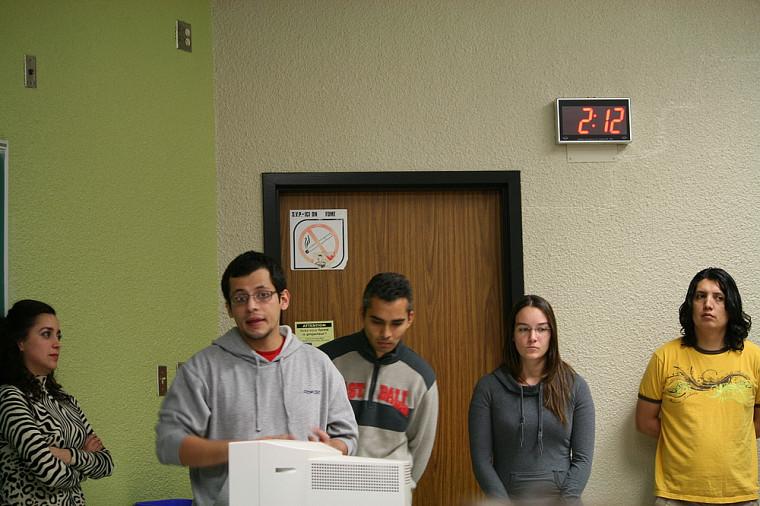 Les étudiants universitaires se sont joints aux étudiants en francisation pour élaborer des présentations portant sur l'écologie internationale.