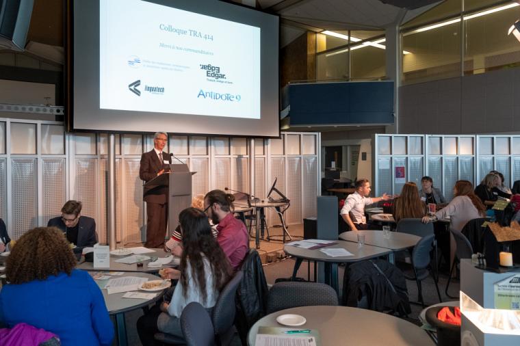 Le vendredi 12 octobre avait lieu, à l'Université de Sherbrooke, un double événement de traduction: le Colloque TRA414 et la Journée mondiale de la traduction avec l'Ordre des traducteurs, terminologues et interprètes agréés du Québec. Au programme: conférences-causeries, réseautage, remise de prix, slam et poésie!