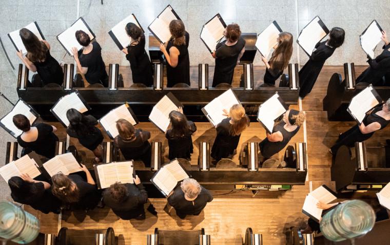 L'École d'été de chant choral se déroule durant une semaine intensive qui culmine habituellement par un concert à la majestueuse Abbaye St-Benoît-du-Lac. Malheureusement, dans le contexte que l'on connaît, le concert de l'année dernière fut annulé. Cependant, l'édition 2021 revient en force et le professeur Ingari est fier d'annoncer qu'il offrira un premier concert devant public depuis le début de la pandémie.