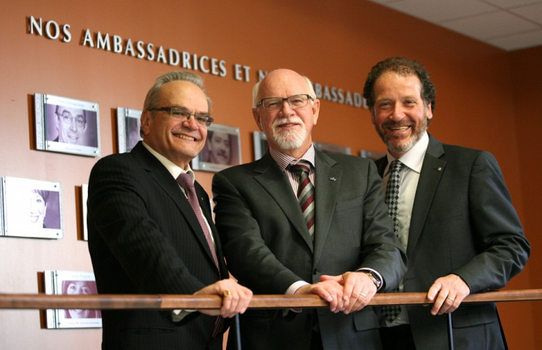 Serge Jandl, doyen de la Faculté des sciences, Marc-André Roy, Ambassadeur 2011 et Luc Raîche, conseiller en développement philanthropique.
