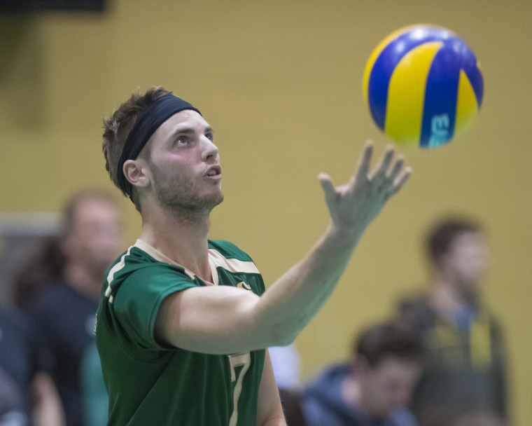 Samuel Surprenant et ses coéquipiers du Vert&Or sont qualifiés pour la phase finale de la Coupe du Québec senior de volleyball.