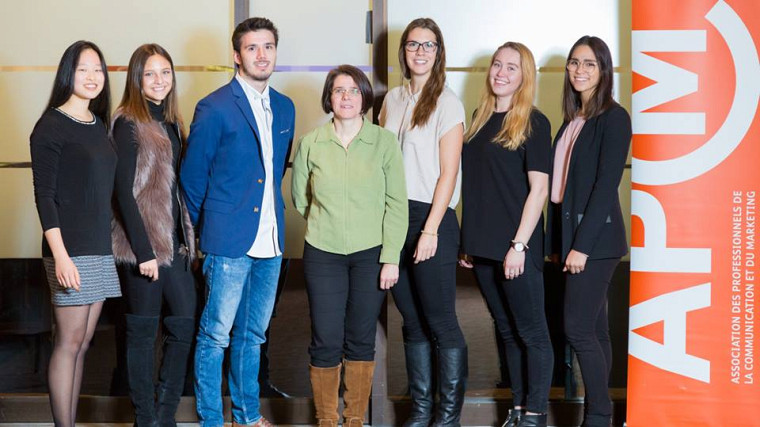 L'équipe « noUS » a remporté la 2eplace au concours Relève communication.De gauche à droite : Ève Cullen-Robitaille, Kate Gaudreault, Étienne Paradis, Anne Guérinel, Véronique David, Alex-Anne Carrier et Gabriella Han.