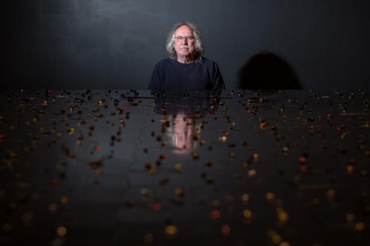 L'artiste Michel Goulet, photographié lors d'une exposition à la galerie d'art en 2018.