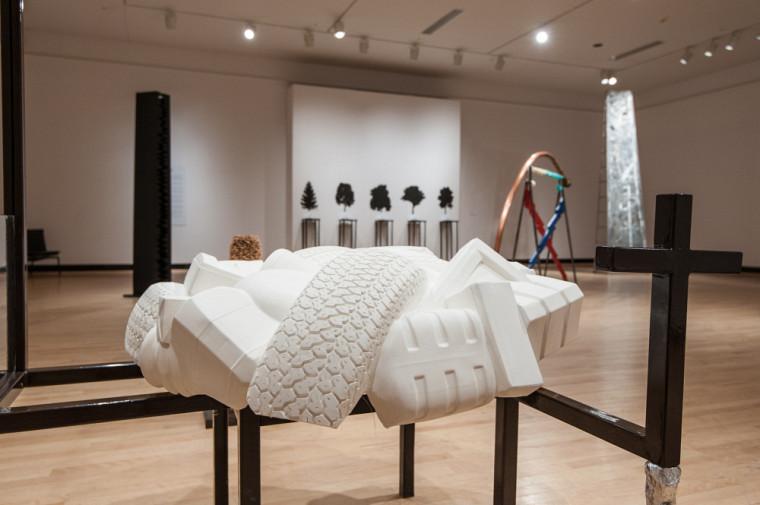 L'exposition Au tour de Cozic met en vedette les sculptures de sept lauréats du prix Paul-Émile-Borduas.