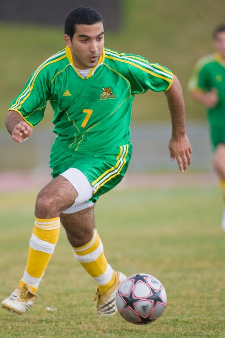 Le milieu de terrain Bachir Haddadi a connu un fort match, amassant un but et une mention d'assistance.