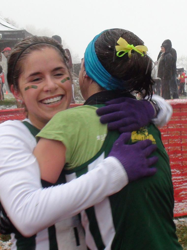 Marie-Soleil Samson et Gabrielle Lebel se sont enlacées après la courses et avec raison!