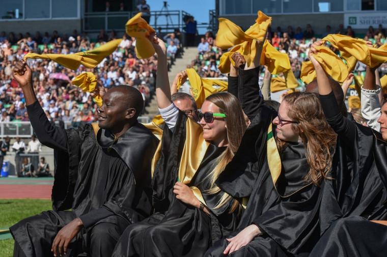 Toujours aussi magique et riche de sens, le rituel d'investiture exclusif à l'Université de Sherbrooke a su éblouir les 10000 personnes réunies spécialement pour l'occasion.
