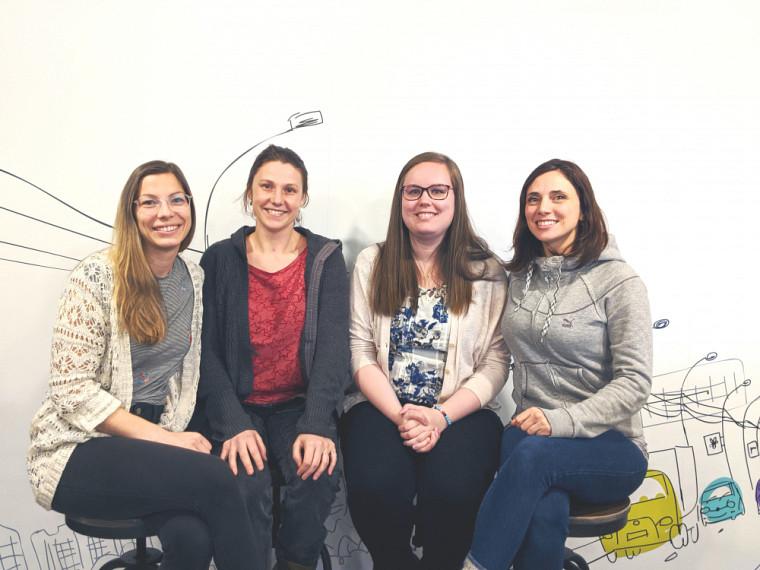 Des membres de l'équipe d'API-Enfance: Jennifer Chabot, Véronique Nault, Jasmine Verville et Marie-Ève Vézina (photo prise avant l'entrée en vigueur des mesures de distanciation)