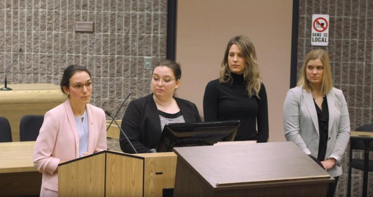 Jade Racine et ses collègues de travail, lors de leur présentation le 18mars