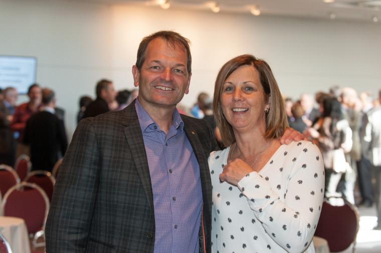Jean-Pierre Boucher, directeur général du Service du sport et de l'activité physique, et Diane Boudreault, agente d'administration.