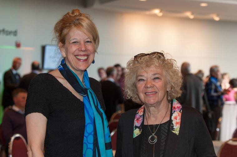 Christine Hudon, doyenne de la Faculté des lettres et sciences humaines avec Hélène Cajolet, professeure associée.