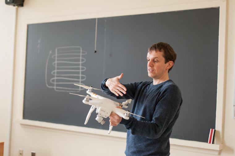 Le professeur Jérôme Théau donnera le nouveau coursDrones et applications en environnement  et tentera de pallier le manque de formation en lien avec ces appareils.