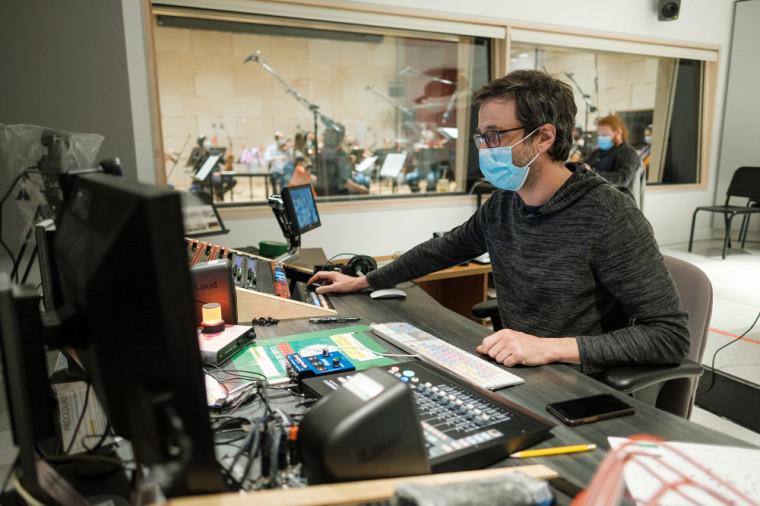 L'École de musique profite d'installations à la fine pointe et d'un studio d'enregistrement pouvant accueillir un orchestre dans lequel la prise de son est à micros multiples.