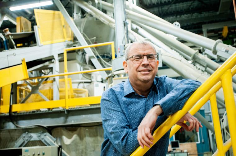 Pr Arezki Tagnit-Hamou, titulaire de la Chaire SAQ de valorisation du verre dans les matériaux.