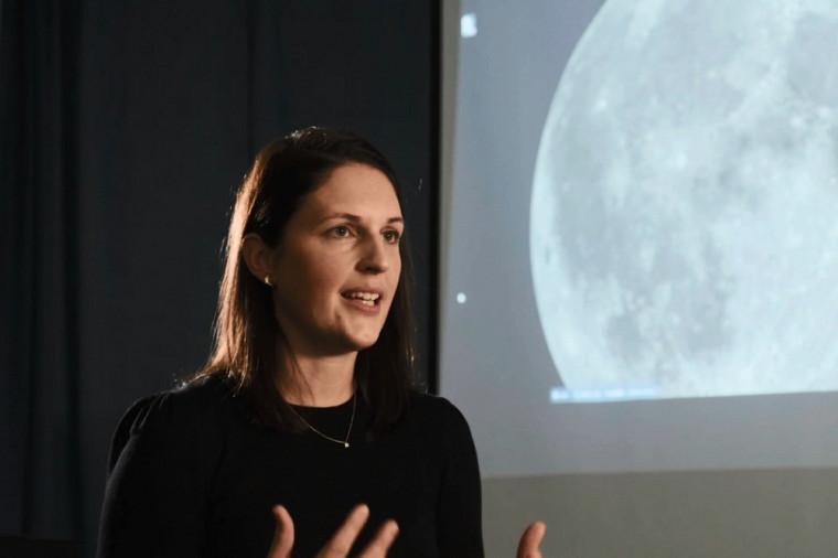 Myriam Lemelin participe au Programme d'accélération de l'exploration lunaire de l'Agence spatiale canadienne.