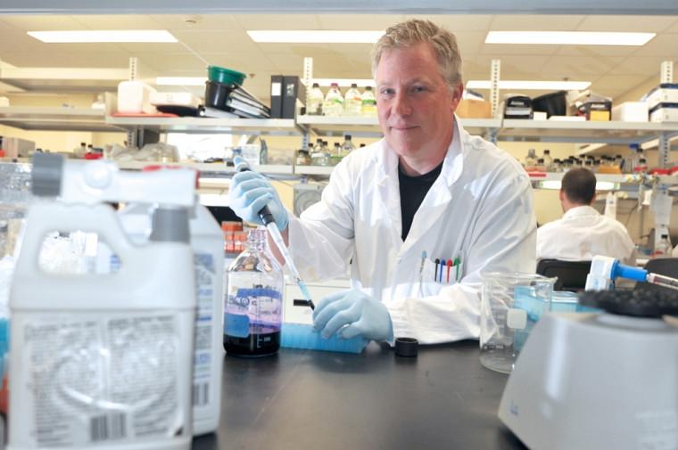 L'équipe du biologiste Luc Gaudreau teste des pesticides couramment utilisés en agriculture.