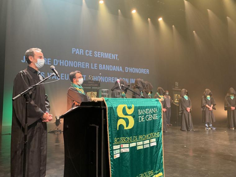 Le doyen de la Faculté de génie, le professeur Jean Proulx, et le président de l'Association générale des étudiants en génie (AGEG), Tristan Vieira.