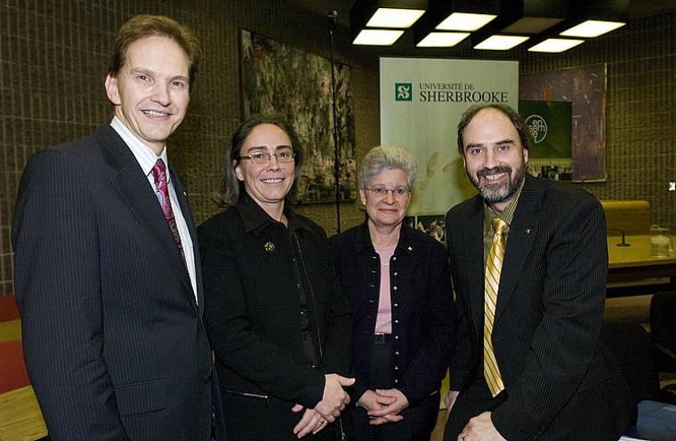 Daniel Proulx, doyen de la Faculté de droit, Louise Lalonde et Suzanne Philips-Nootens, titulaires de la Chaire, et Jacques Beauvais, vide-recteur à la recherche.