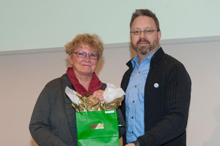 La gagnante du Prix pour le personnel, Suzanne Pouliot, et Bruno Lemieux.