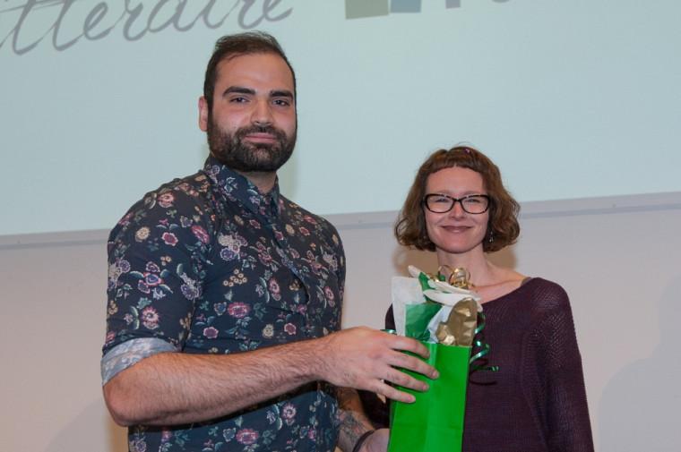 Le gagnant du Prix Joseph-Bonenfant, Kayan Naghshi, en compagnie de July Giguère.