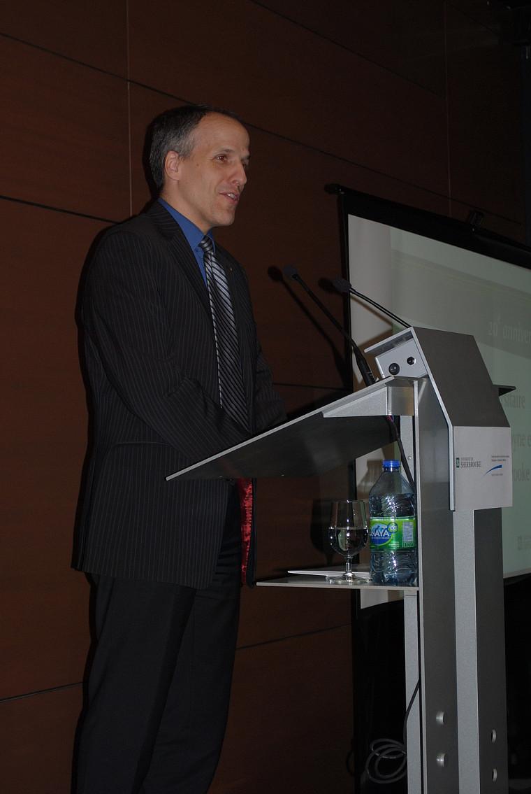 C'est avec fierté que Pierre Cossette, doyen de la Faculté de médecine et des sciences de la santé de l'UdeS, a participé à l'évènement.