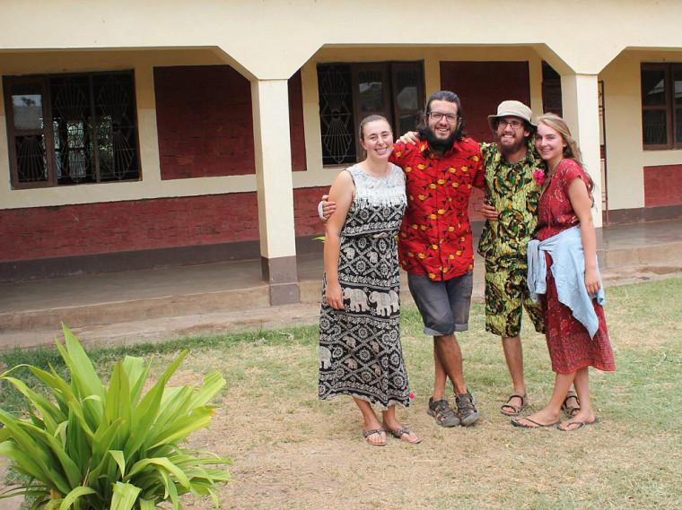 De gauche à droite : Sophie Valence-Doucet, Olivier Moreau, Amandine Gournay et Joé St-Germain. Ils sont tous les quatre étudiantes et étudiants au baccalauréat en études de l'environnement.