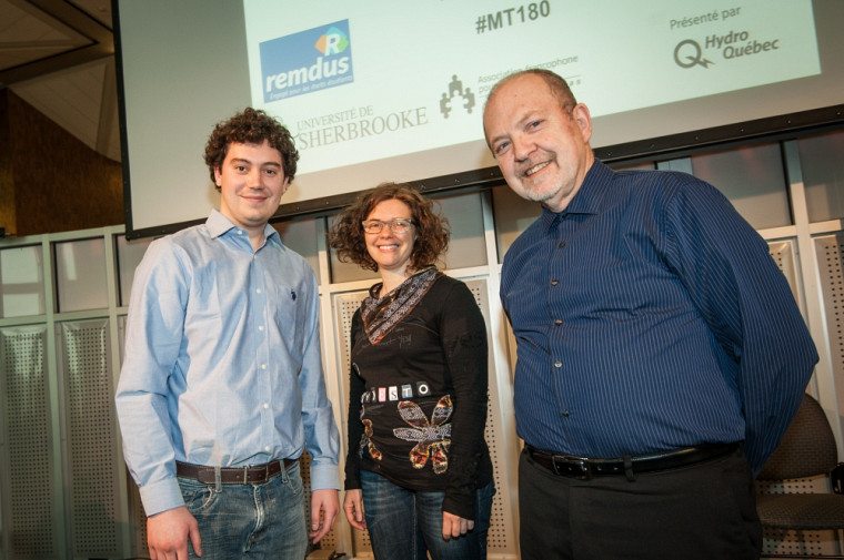 Emmanuelle Wilhelm, entourée de Jean-Sébastien Gagné-Bisson du REMDUS et Pierre-Richard Gaudreault, directeur général du Service d'appui à la recherche et la création, qui organisait l'évènement.