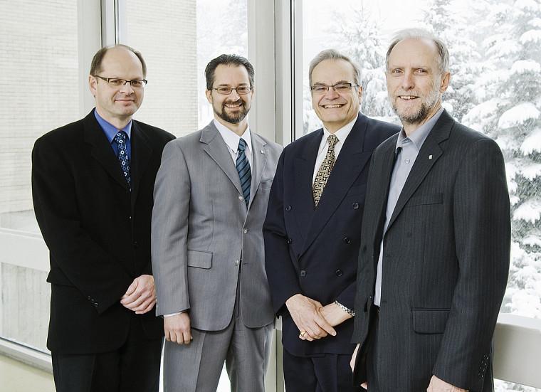 Nouvelle équipe de direction de la Faculté des sciences. De gauche à droite, les professeurs Richard Blouin, claude Spino, Serge Jandl et Jean Goulet.