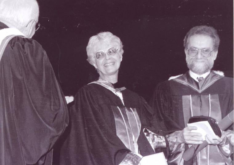 Remise d'un doctorat honorifique à Anne Hébert le 12 juin 1993. Mgr Jean-Marie Fortier, chancelier de l'Université, Anne Hébert et Normand Wener, doyen de la Faculté des lettres et sciences humaines (FLSH)