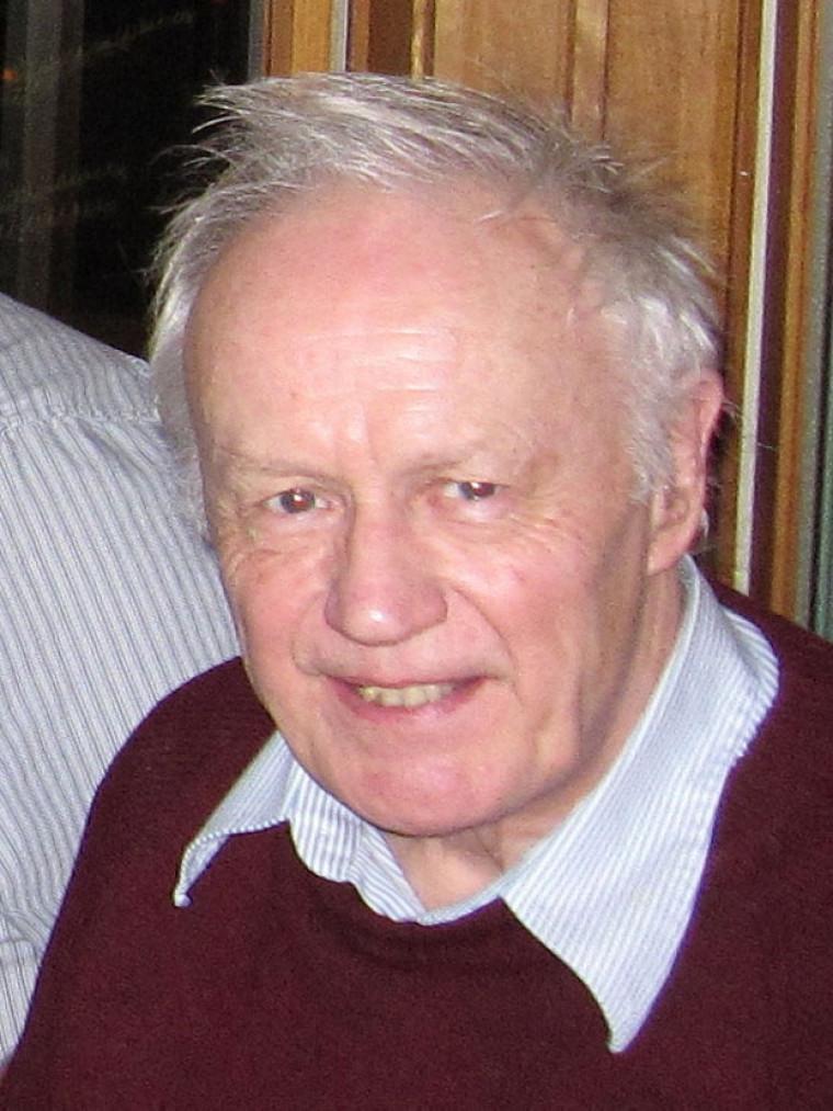 Anthony Leggett, prix Nobel de physique 2003 lors de son passage à l'UdeS.