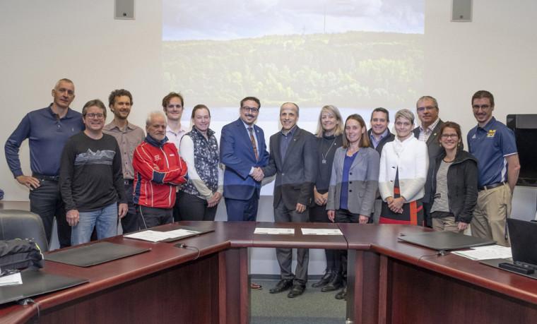 Les membres de l'alliance entre propriétaires et usagers du parc du Mont-Bellevue, au moment de la création de ce regroupement, en décembre 2018.