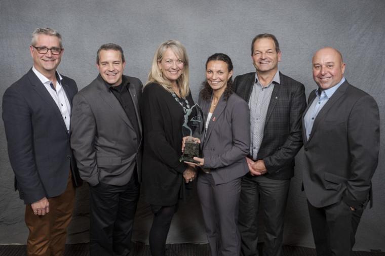 L'équipe du développement durable et de la Corporation Études-sports de l'Université de Sherbrooke ont reçu l'un des 5 Grands prix d'excellence en environnement.