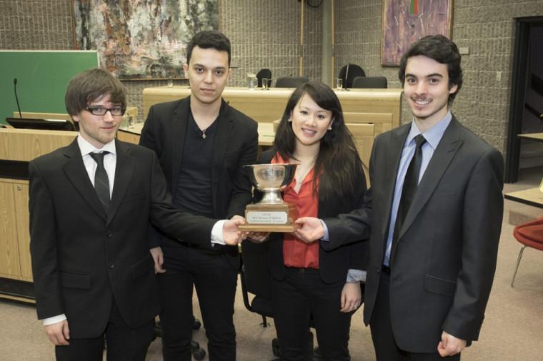 Les débatteurs 2014 : Alexandre Baril-Lemire, Nabil Ben-Naoum, Terresa Bei Bei Feng et Ludovic Whear-Charette.