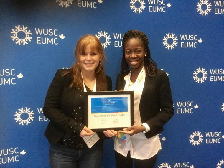 Julie Harnois, adjointe au vice-décanat de la Faculté des lettres et sciences humaines, etDina Delali Libérée Adedze, étudiante en économique à l'École de gestion, étaient présentes au nom du comité pour recevoir le prix.