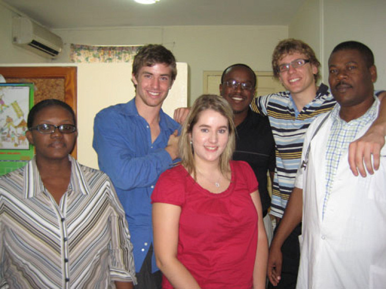 Louis-Pierre au centre Gheskio, avec Vincent Beaudry et Sophie Ramsay