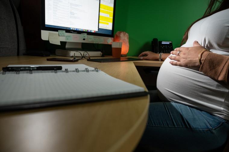 Étudier lors de la maternité n'est pas chose facile.