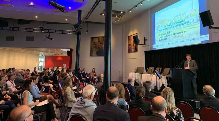 Jean-Pierre Perreault, vice-recteur à la recherche et aux études supérieures, a lancé le colloque La finance responsable, une perspective multidimensionnelle, le 23 mai 2019.