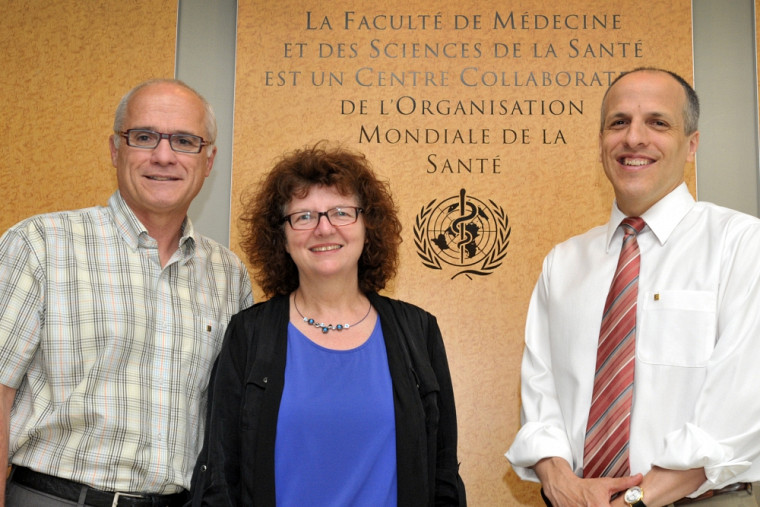 Paul Grand'Maison, directeur du Centre collaborateur, Martine Morin, directrice adjointe du Centre collaborateur, et Pierre Cossette, doyen de la Faculté de médecine et des sciences de la santé.