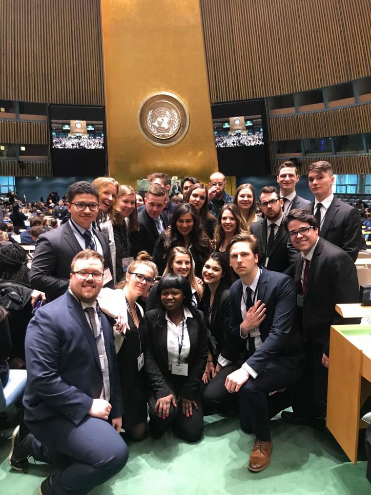 Depuis plus de 25 ans, une délégation de l'École de politique appliquée participe à la simulation des travaux de l'ONU, à New York. Des fonds peuvent être octroyés pour des activités de ce type.