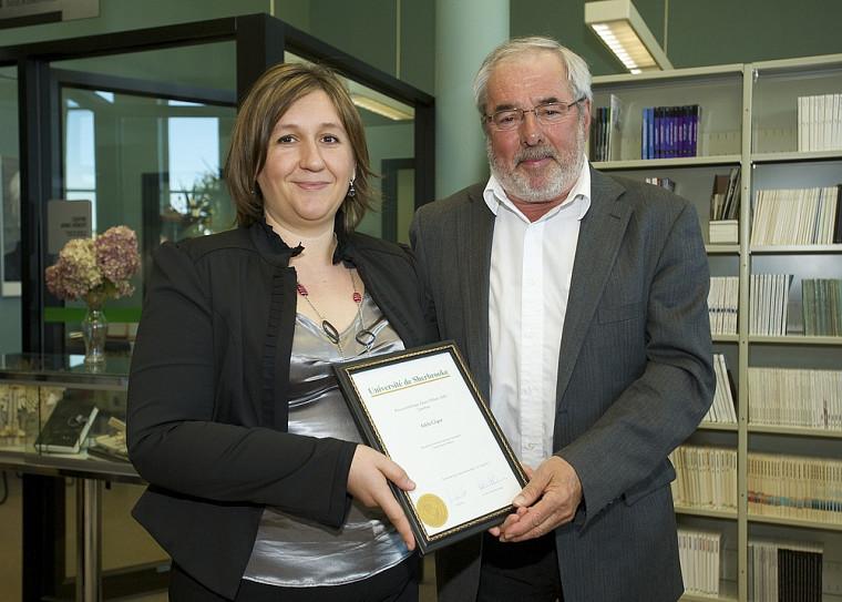 Adela Gligor, récipiendaire du prix scientifique Anne-Hébert (3eéd.), accompagnée de Michel Gosselin, président du Comité de direction du Centre Anne-Hébert.