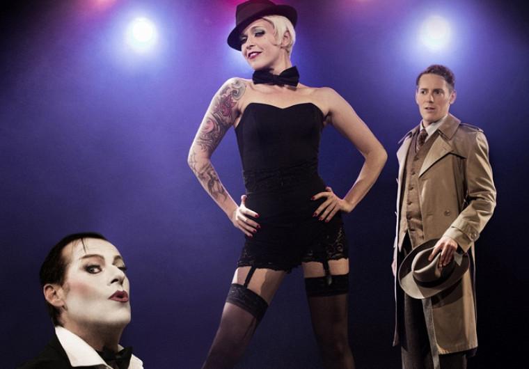 La comédie musicale Cabaret, mise en scène par Denise Filiatrault, figure parmi les nombreux spectacles offerts dans le forfait de mi-saison.