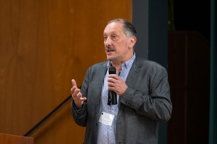 Le Pr Olivier Dezutter, codirecteur du Département de pédagogie de la Faculté d'éducation,codirecteur du Collectif CLÉ et président des comités scientifique et d'organisation du colloque