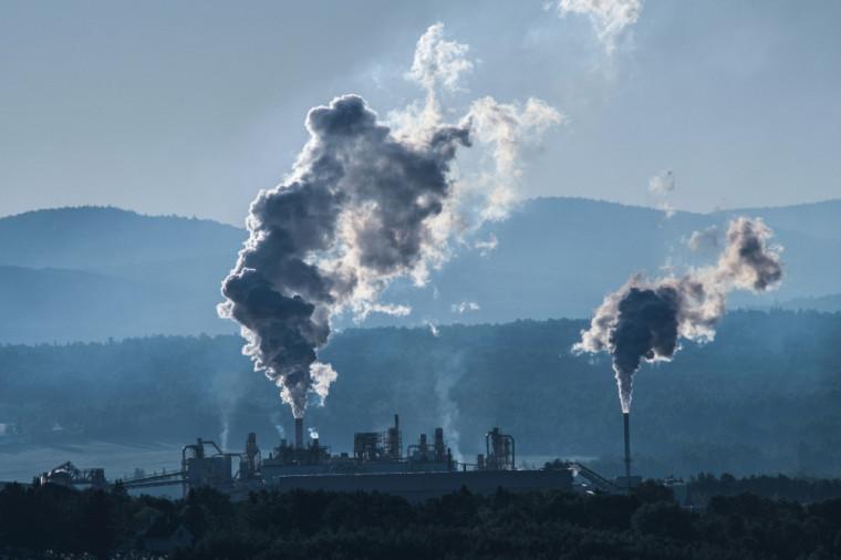 Selon la professeure Annie Chaloux, « la juste de part du Québec ne serait pas seulement d'atteindre la carboneutralité, mais d'atteindre un bilan négatif et même d'aider les autres pays à s'adapter à réduire leurs émissions ».